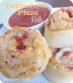 Need an easy, delicious meal to please even the pickiest eaters?  Try these Pepperoni Pizza Rolls from sixsistersstuff.com! #recipes #pizza