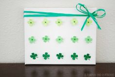 Ombre Four Leaf Clover Craft - @Crystal Chou (APumpkinAndAPrincess.com)