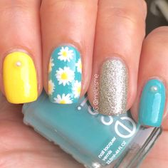 yellow and glitter nails, blue daisi, accent finger, daisi nail