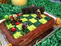 Cake with PvZ action figures