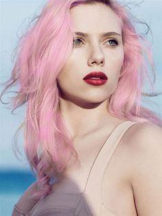 Scarlett, Pink hair