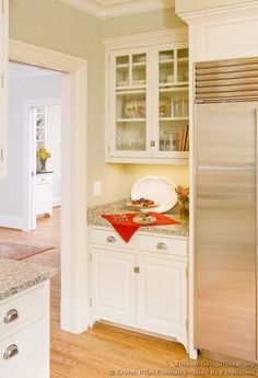 #Kitchen Idea of the Day: Traditional White Kitchens - Gallery. (By Crown Point Cabinetry)