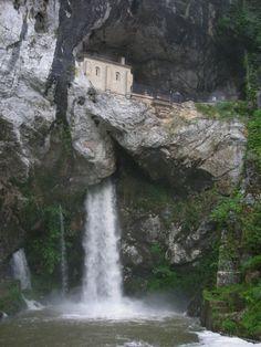 Santuario de Nuestra Señora de Covadonga, Asturias