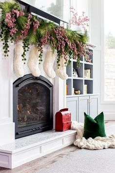 Christmas mantel dec