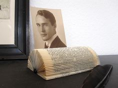 The picture and card holder, made from an old book, is a particular object to set the favorite image into the right light.    A presentation space f