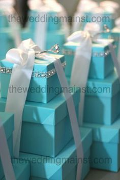 THE WEDDING MAIN ST.: Centerpieces and it's Tiffany Blue !