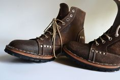 Ankle Boots Men  - Handmade in Curried leather I love this find for the fellas!  Handmade in Italy, on Etsy  https://www.etsy.com/listing/116274513/ankle-boots-men-handmade-in-curried?ref=tre-2725839226-2 ankle boots men, boyfriend, ankl boot, men fashion, men shoes, leather men, winter fashion, black friday, curri leather