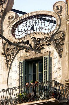 Barcelona - Roger de Llúria 129 d ~   Casa Marià Pau ~ Architect: Juli Maria Fossas i Martínez