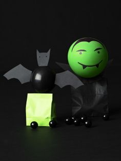 Create Halloween goodie bags with balloons using our simple tutorial.