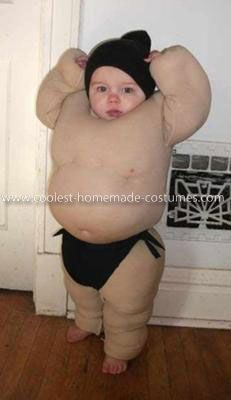 Homemade Baby Sumo Costume - Sister-in-law and I have been talking about dressing the kidlets up in sumo outfits, sticking them outside, and letting them beat each other up without worrying about scratching and bruising.