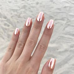 A chrome nails desig
