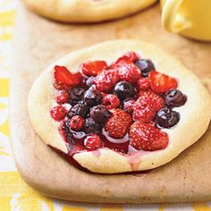 Breakfast recipes: Berry Breakfast Pizzas