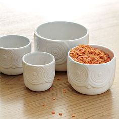 Okay I really really need these owl measuring cups!!! Why can't I be rich?