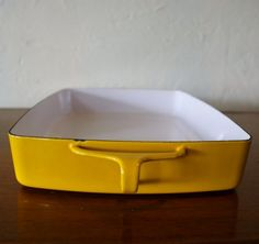 Yellow bakeware! The best for my pies!