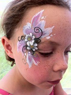 Looks like Yolanda Bartram's dark fairy eye designs.