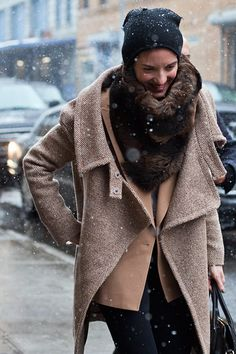 More cold month inspiration: beanie, fur scarf and neutral layers