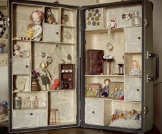 Doll house to go.