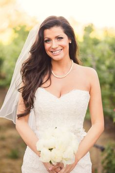 love this bride's side swept waves