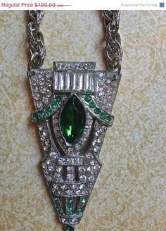 ON SALE Gorgeous green vintage brooch by JNPVintageJewelry on Etsy, $96.00
