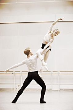 Sarah Lamb and Steven McRae rehearsing whoa what an awesome lift!