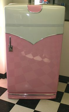 So cute! Retro fridge