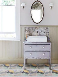 Banheiro Rustico com Piso Estampado  Fonte: design milk