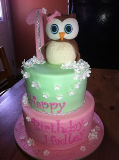 """Baby Girls 1st Birthday, sooo cute! Could be a theme """"Look WHOO's turning ONE!"""""""