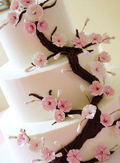 ► Pastel de boda con una flor de cerezo. #pasteles #boda