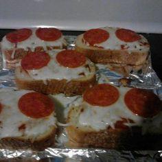 Homemade Pizza Hut garlic bread pizza #copycatrecipe