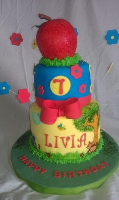 Livia's Snow White cake  by mick6799, via Flickr
