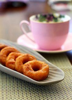 Kuih Keria (Malaysian Sweet Potato Doughnuts)