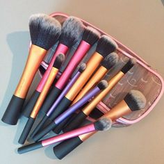 The best Real Techniques brushes makeup Now the promotion, discount of $ 5 on their first purchase less than $ 40 or $ 10 on their first purchase over $ 40 with iHerb coupon OWI469 http://youtu.be/tl_2Ejs1_9I I have the Pink one on the far left Ooohhh I so love it for my Lady G blush!! #realtechniques #realtechniquesbrushes #makeup #makeupbrushes #makeupartist #brushcleaning #brushescleaning #brushes