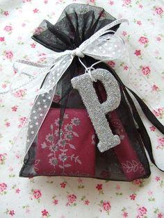 .cute gift wrap