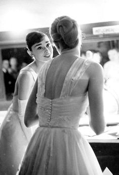 acknice:    terrysmalloy:    Audrey Hepburn and Grace Kelly backstage at the 28th Annual Academy Awards, 1956.    Too much perfect
