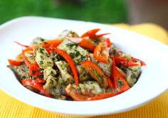 Pan-fried pork with pesto, peppers and tomatoes