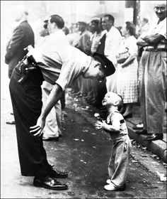 Faith and Confidence, 1958 Pulitzer Prize-winning photo by William C Beall