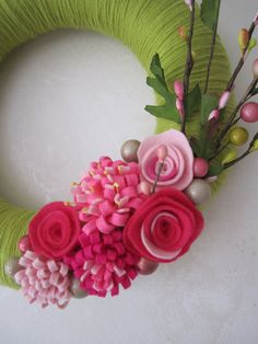 "Grass Green Yarn Wreath with Pink Felt Flowers 10"""