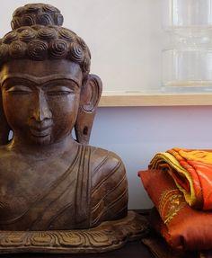 carved Buddha head and Indian bedding from: http://bringingitallbackhome.co.uk/