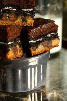Brownies + Oréos + Biscuits aux brisures de chocolat = une invention tout à fait décadente!
