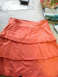 women's ruffle skirt from t-shirts Skirt Tutori, Ruffl Skirt, Beauti Skirt, Girl Ruffl, Sew, Skirts, Cloth Tutori, Women Ruffl, Ruffles