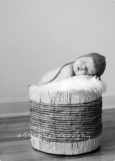 """A fantastic """"how-to"""" for newborn photo shooting..."""