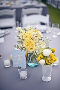 Centerpiece. Yellow roses <3