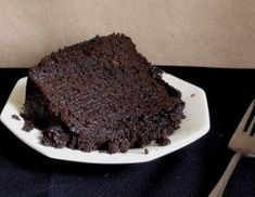 Satisfying your craving for chocolate with this recipe for Slow Cooker Gooey Chocolate Cake! #CrockPot #SlowCooker #recipe #chocolate #cake