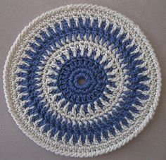 Ravelry: Round crochet table mat or potholder pattern by Daria Nassiboulina