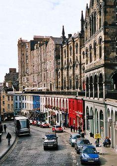 Victoria Street, Edinburgh, Scotland. Photo by Jean-Pierre Ossorio