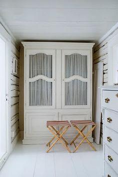white hutch - gorgeous