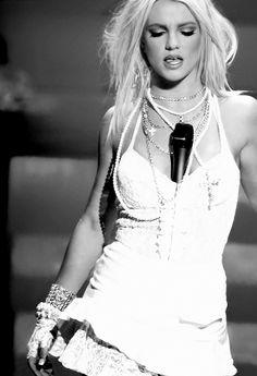 Britney Spears - Like A Virgin/Hollywood VMA performance