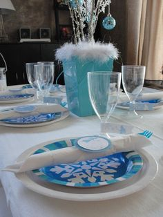 Blue and white Christmas table setting #bluewhite #christmas