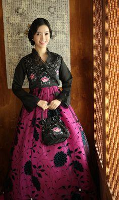 Beautiful hanbok!