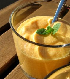 Paraguay: Papaya-Mango-Dessert mit Limetten und Sahne